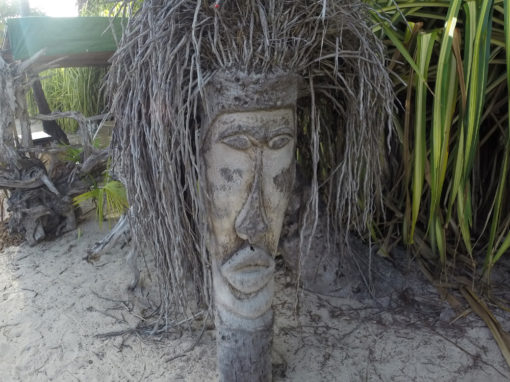 Sculpture sur cocotier Sainte Anne